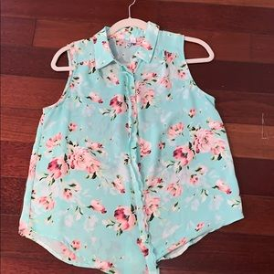 Elle Sleeveless Button Down Floral Blouse